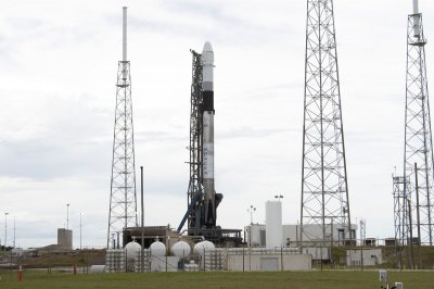 Clouds, rain cause last-minute scrub of SpaceX cargo launch
