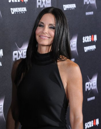 Courteney Cox breaks wrist while on vacation in Mexico