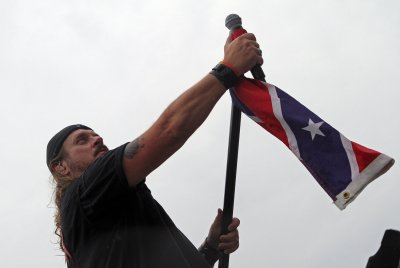 Lynyrd Skynyrd: 'We still utilize' flag