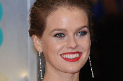 Alice Eve, Emile Hirsch to star in wedding comedy 'The Pre-Nup'