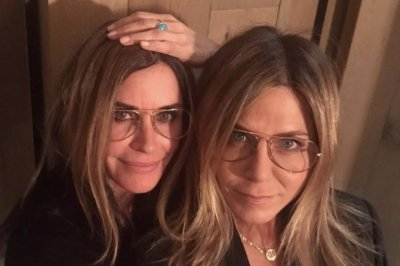 'Friends' alums wish Jennifer Aniston a happy birthday
