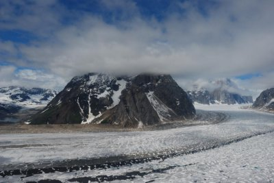 1 man killed, 1 injured by ice at Alaska's Denali National Park