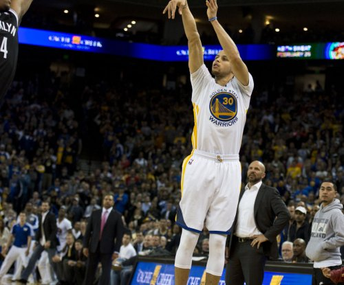 Curry scores 31 as Warriors edge Clippers