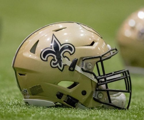 Saints re-sign long snapper Wood