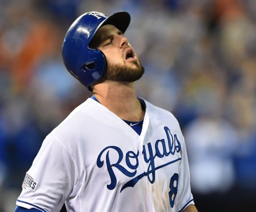 Mike Moustakas carries Kansas City Royals to another win