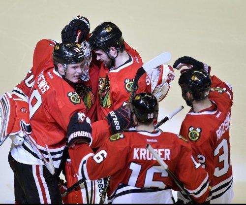 Chicago Blackhawks edge New York Islanders in Barclays Center opener
