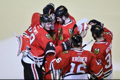 Chicago Blackhawks edge New York Islanders in Barclays Center opener