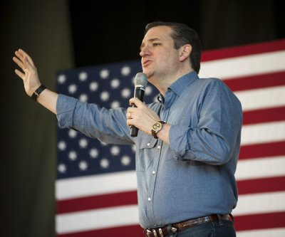 Cruz: Requiring women to enroll in military combat draft is 'nuts'
