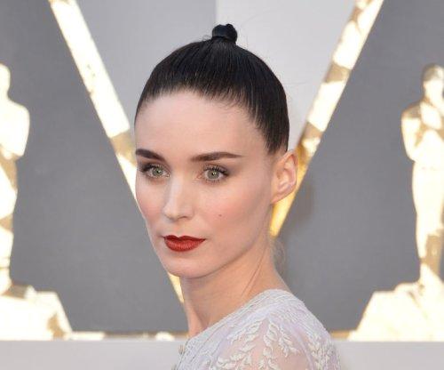 Rooney Mara, Chrissy Teigen go sheer at 2016 Oscars