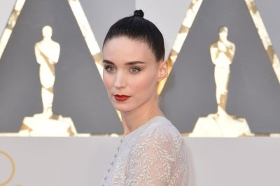 Rooney Mara, Chrissy Teigen go sheer at 2016 Oscars