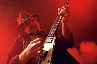 Blues guitarist Lonnie Mack dies at 74
