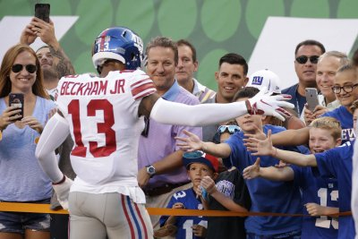 Giants' Beckham says contract 'a weight lifted off shoulder'