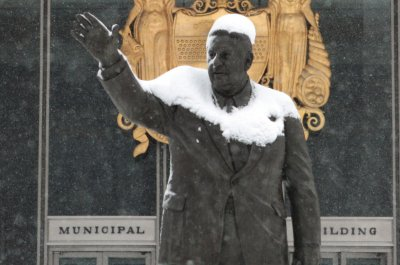 Philadelphia takes down statue of former Mayor Frank Rizzo