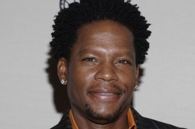 D.L. Hughley 'feeling better' after collapsing on stage
