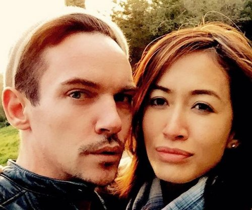 Mara Lane, Jonathan Rhys Meyers cuddle up in new photo