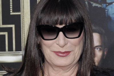 Anjelica Huston, Cherry Jones to guest star on Season 2 of 'Transparent'