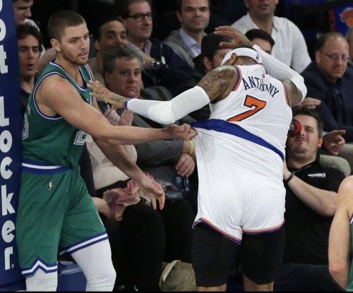 Dallas Mavericks F Chandler Parsons undergoes season-ending knee surgery