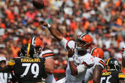 Cleveland Browns: QB DeShone Kizer watches as Kevin Hogan struggles in debut