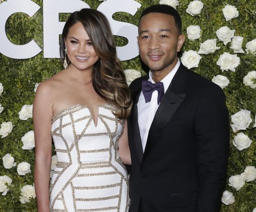 Chrissy Teigen posts photo of 'twin humans' John Legend, Luna