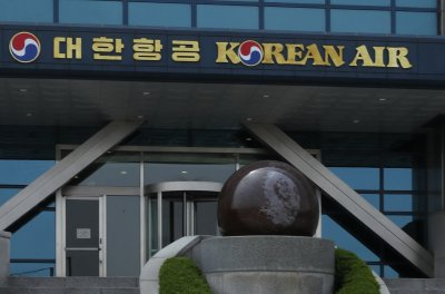 Korean Air heiresses resign from executive roles