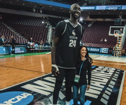 March Madness: UCF's Tacko Fall dwarfs reporter in photo