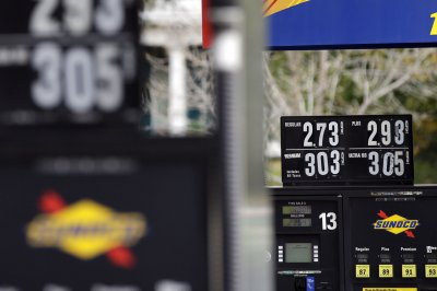 Labor Day holiday gas prices in U.S. lowest in 3 years, AAA says