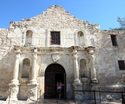 3 bodies discovered at the Alamo