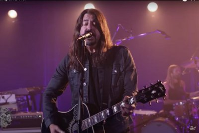Foo Fighters perform 'Waiting on a War' on 'Jimmy Kimmel Live!'