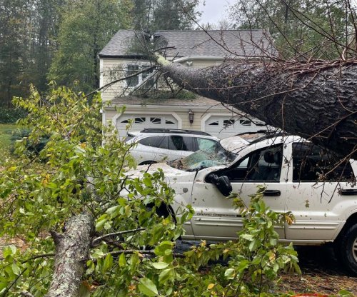 Nor'easter: Flooding, more than 600,000 without power in N.Y., New England