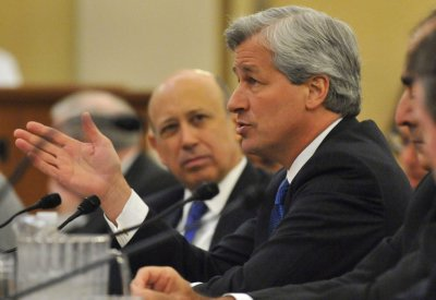 Report: JPMorgan Chase's Dimon to receive pay raise
