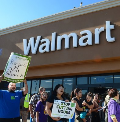 Walmart to help customers sign up for healthcare
