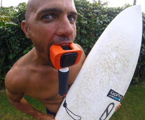 Kelly Slater saves family from rogue wave