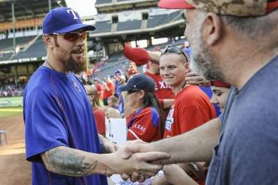 Texas Rangers OF Josh Hamilton to have knee surgery