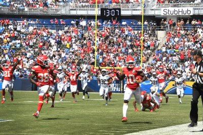 Kansas City Chiefs' Tyreek Hill dominates Los Angeles Chargers