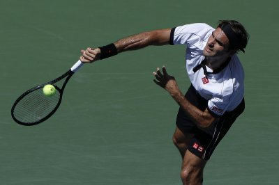 U.S. Open tennis: Serena Williams, Roger Federer reach fourth round