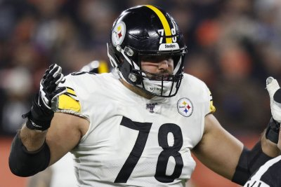 Ravens sign longtime Steelers offensive tackle Alejandro Villanueva