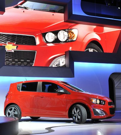 Auto Outlook: No-interest loans trump gas prices to spur auto sales