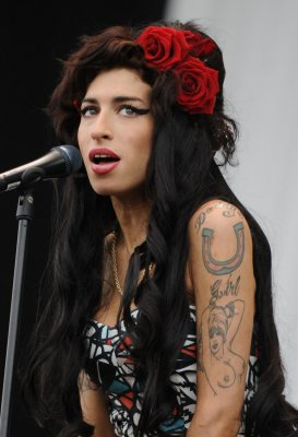 Amy Winehouse to be honored with statue in London