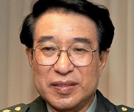 Chinese ex-military leader, charged with graft, dies