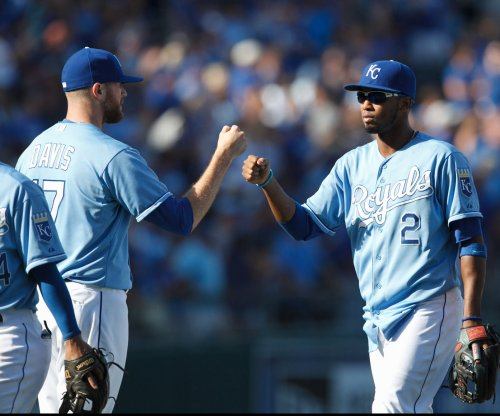 Kansas City Royals put Minnesota Twins' postseason hopes on life support