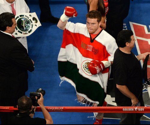 Canelo Alvarez to fight junior middleweight champ Liam Smith