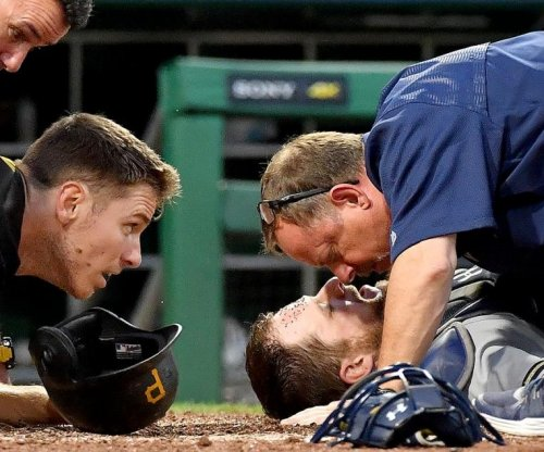 Milwaukee Brewers catcher Stephen Vogt leaves game after collision at plate