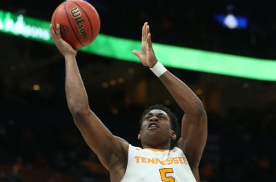 No. 1 Tennessee Vols keep rolling with win over South Carolina