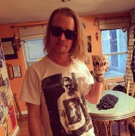 Macaulay Culkin wears t-shirt of Ryan Gosling wearing a t-shirt with Culkin's face