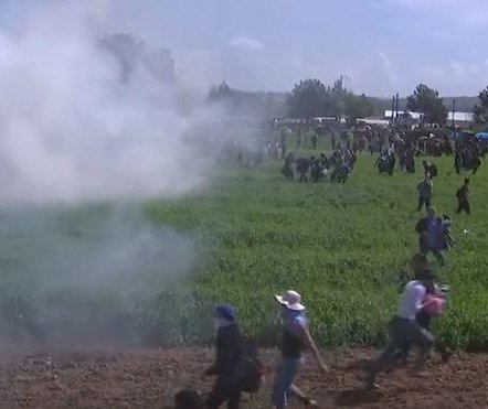 Macedonia police use tear gas on refugees at Greece border camp