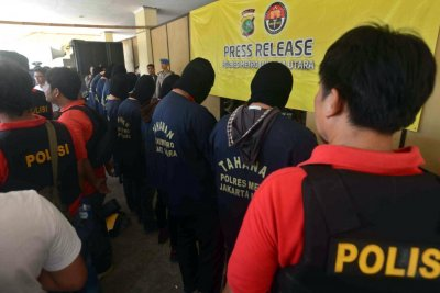 Indonesia police arrest 141 men for 'gay sex party'