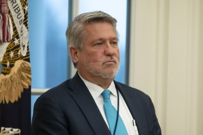 Trump communications chief Bill Shine resigns to advise '20 campaign