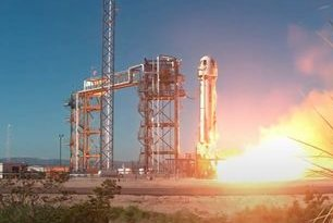 Blue Origin launches experiments, artwork from Texas