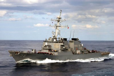 Report: U.S. warship moves closer