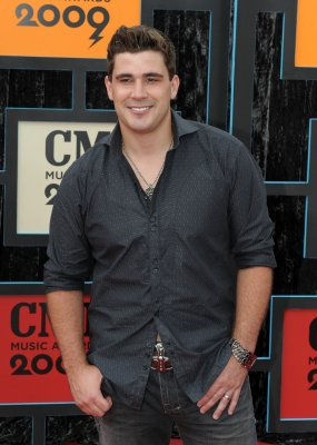 American Idol's Josh Gracin sparks death rumors with cryptic Facebook post